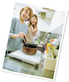料理している写真